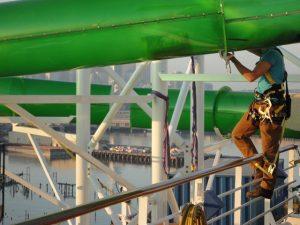 Proper lanyard tie off on cruise ship